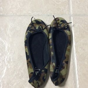 Camouflage cowhide ballet flats